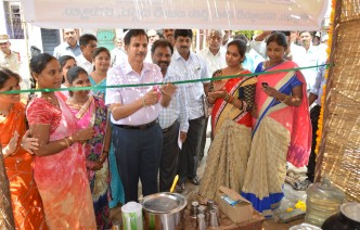 Dist Collector Jute bag center visit at kotha peta and Inauguration of chalivendhra on 22-3-2017 at Kurnool DIst